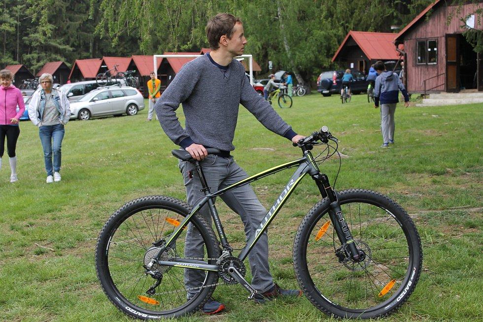 Jasoni Drsoni se sešli na neformálním závodě cyklistů amatérů.