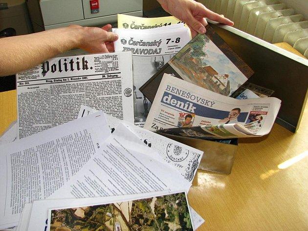 Do schránky uloží historické dokumenty, základní informace o obci, erb a noviny z roku 1881