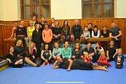 Charitativní akce Fit jóga Benešov spojila sport s dobrým skutkem