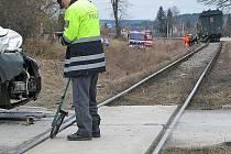 Páteční nehoda na železničním přejezdu ve Lštění.