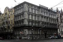 Dům Na Kocandě. Stojí v Křížovnické ulici na Starém Městě a už léta chátrá.