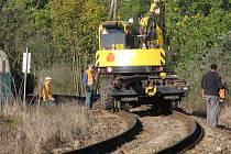 Opravy železničních kolejí ve Vlašimi.