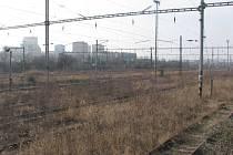 Z bývalého vjezdového nádraží vršovického ranžíru povedou do Vršovic čtyři traťové koleje. U přemostění Průběžné ulice postaví zastávku Zahradní město.