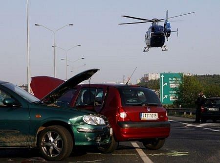 Poslední prázdninový víkend přinesl opět tragické nehody na silnicích. Jen v neděli do 19. hodiny při nich zemřeli čtyři lidé. Ilustrační foto