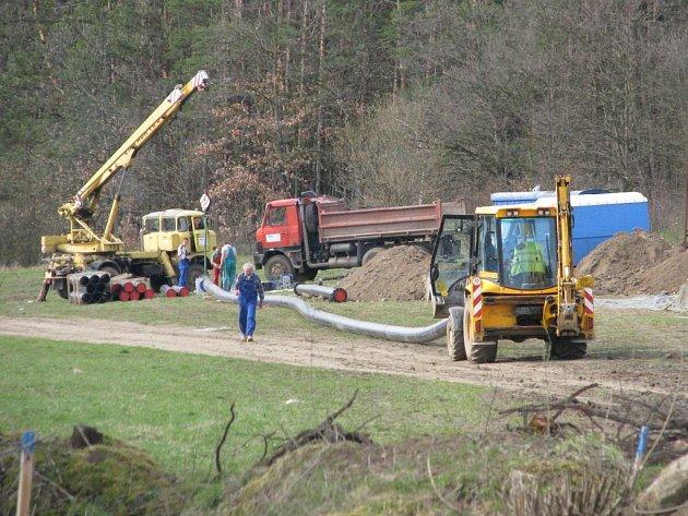 Výstavba vodovodu v lokalitě Na Hlinkách