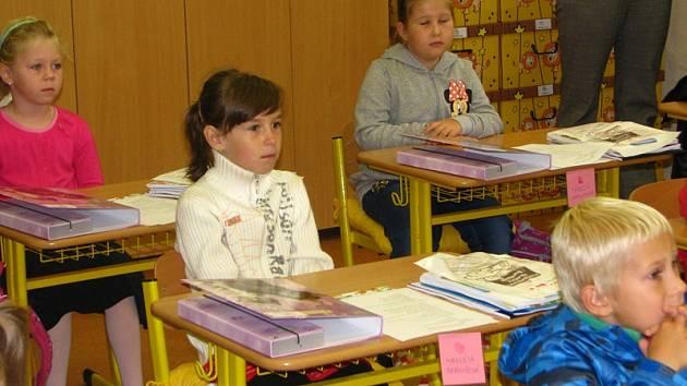 Ve Vrchotových Janovicích zahajovala škola 1. září v sokolovně.