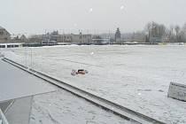 Hřiště Vlašimi zůstalo pod pokrývkou sněhu a proto se nehrálo.