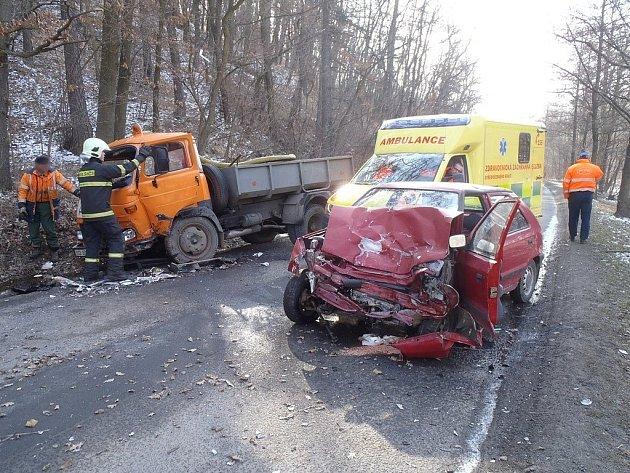 Nehoda mezi Mnichovicemi a Všestary.