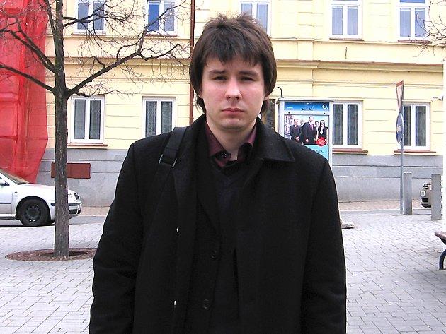 Zmocněnec poškozené rodiny Michal Sýkora verdikt soudu o naplnění skutkové podstaty trestného činu zubaře uvítal.