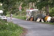 Základna hledačů u Skrýšova 28. července 2007.