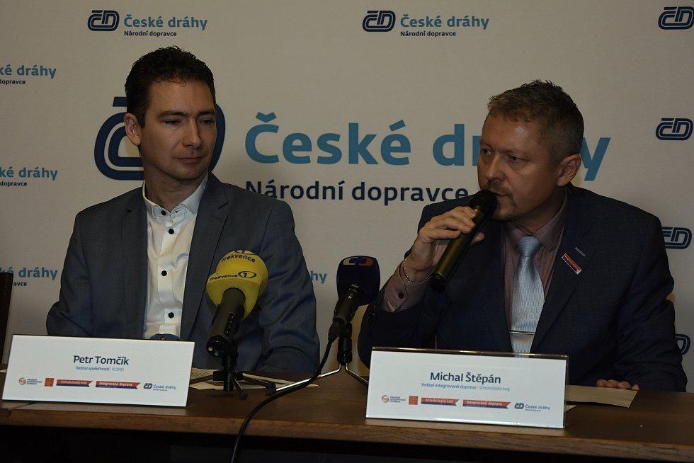 Ředitel ROPID Petr Tomčík (vlevo) a bývalý ředitel Integrované dopravy Středočeského kraje (IDSK) Michal Štěpán.