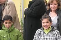 Děti z dětského domova v Pyšelých nejsou ze stěhování příliš nadšeni.
