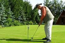 Místostarosta Trhového Štěpánova Josef Tomaides se vyzná nejen v práci  pro obec, ale také na golfovém hřišti