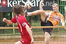 Benešovský Jiří Holub (v oranžovém) sice nejlepšího hráče Karlových Varů Jana Vankeho dokázal zdolat ve dvojici, ale v klíčové trojici semifinálového utkání už ne.