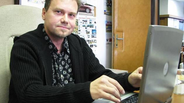 Petr Čejka v redakci Benešovského deníku