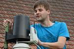 Ondřej Vacek má meteorologickou stanici, za pomoci které může srovnávat výkyvy počasí v časovém horizontu.