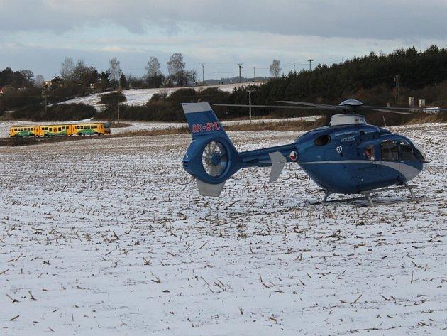 Helikoptéra přiletěla pomoci zraněnému do Pecerad.