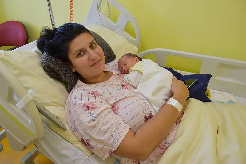 Kamil Hora se Kateřině Urbanové a Kamilu Horovi narodil v benešovské nemocnici 21. září 2021 v 8.49 hodin, vážil 3280 gramů. Doma v Rabyni na něj čekal bratr Jiřík (1,5).
