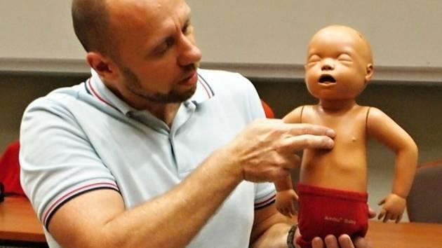 Laiky v první pomoci proškolí profesionálové.