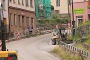 Práce v Benešovské ulici se přiblížily do nejužšího, proto i nejkritičtějšího místa.