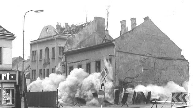 K odstřelu domů na Malém náměstí v Benešově došlo 23. listopadu 1974.