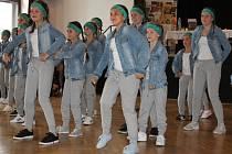 Ve svižném tempu za tleskání diváků do rytmu se na taneční soutěži v Benešově představili tanečníci DDM Benešov, děti ze základních škol Benešov, Postupic, Sedlčan Vlašimi a další.