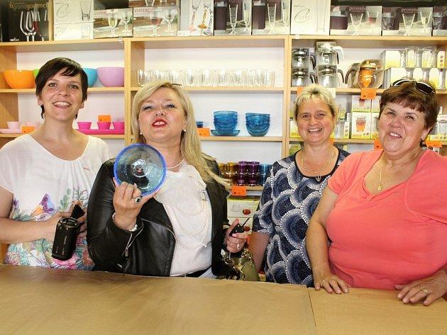 Slavnostní znovuotevření podnikové prodejny Kavalierglass ve Voticích.
