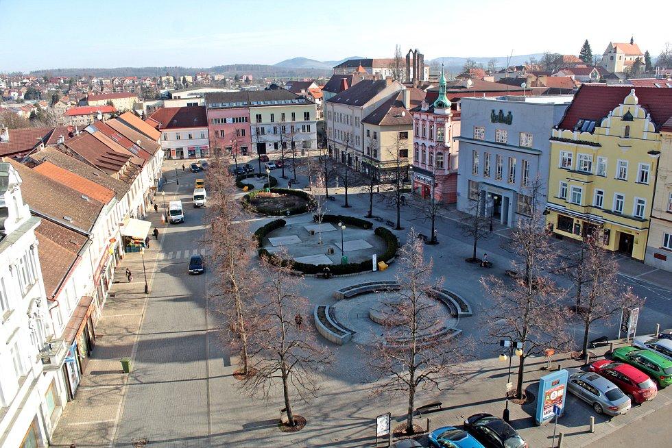 Benešov při pohledu ze střechy kostela sv. Anny - Masarykovo náměstí.