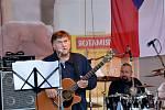Srpnové události si v Sázavě připomněli koncertem místních kapel.