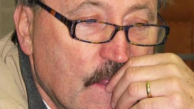 Antonín Panenka v redakci Benešovského deníku při on-line rozhovoru