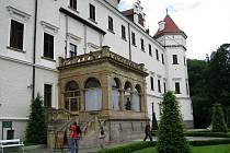 Sezónní provádění na hradech nebo zámcích je mezi studenty oblíbenou letní brigádou - Konopiště