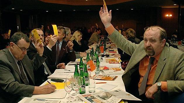 Staronovým předsedou středočeské sociální demokracie se na sobotní krajské konferenci strany (7. února) stal Richard Dolejš ze Zdic na Berounsku. V tajné volbě Dolejše, který neměl žádného protikandidáta, podpořilo 99 z celkového počtu 112 delegátů