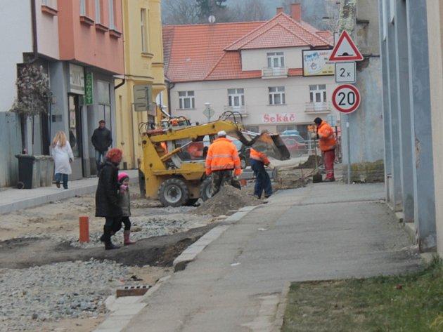 Stav Pražské ulice ve Voticích ve středu 18. prosince.
