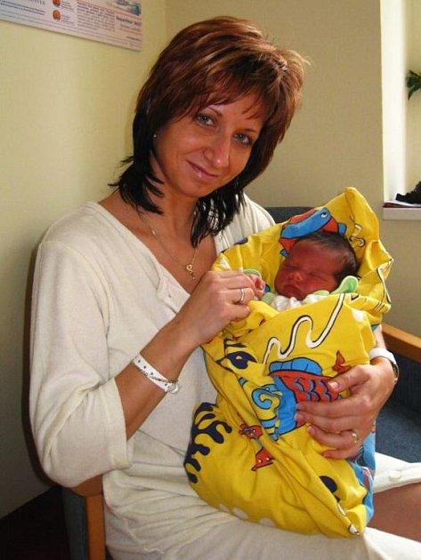 Martině a Dušanovi Vaněčkovým se 24. března v půl čtvrté ráno narodil syn Marek. Po porodu vážil 3,3 kg a měřil 49 cm. Doma v Tismi se na něj těší tříletý bráška Daniel.