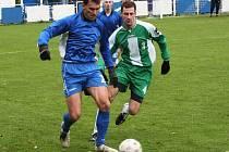 Miroslav Kaprálek (v zeleném) vstoupil do zápasu až po přestávce.