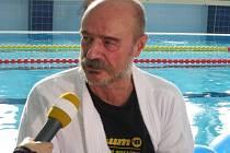 Herec Pavel Nový, pacient RÚ Kladruby a jeden z plavců