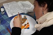 Děti i dospělí malovali a gravírovali na sklo.