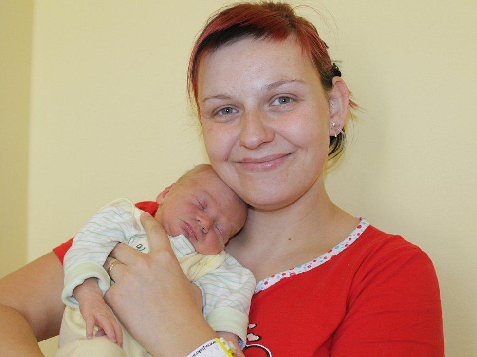 Malý Jakub se narodil 31. března ve 23.58. Vážil 2,85 kilogramu a měřil 46 centimetrů. Radost z chlapečka mají rodiče Marcela Brožíková Rysová a Petr Brožík. Doma v Javorníku u Čerčan má brášku Matěje (3).