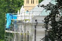 Zámek během letní rekonstrukce fasády