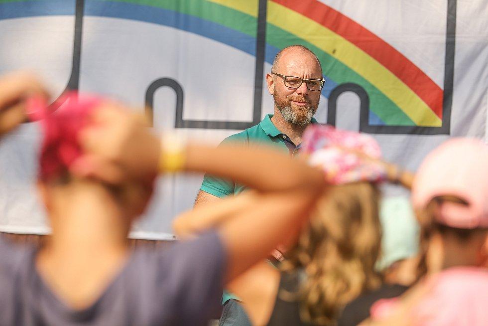 Ministr Plaga vyrazil na dětský tábor do středních Čech