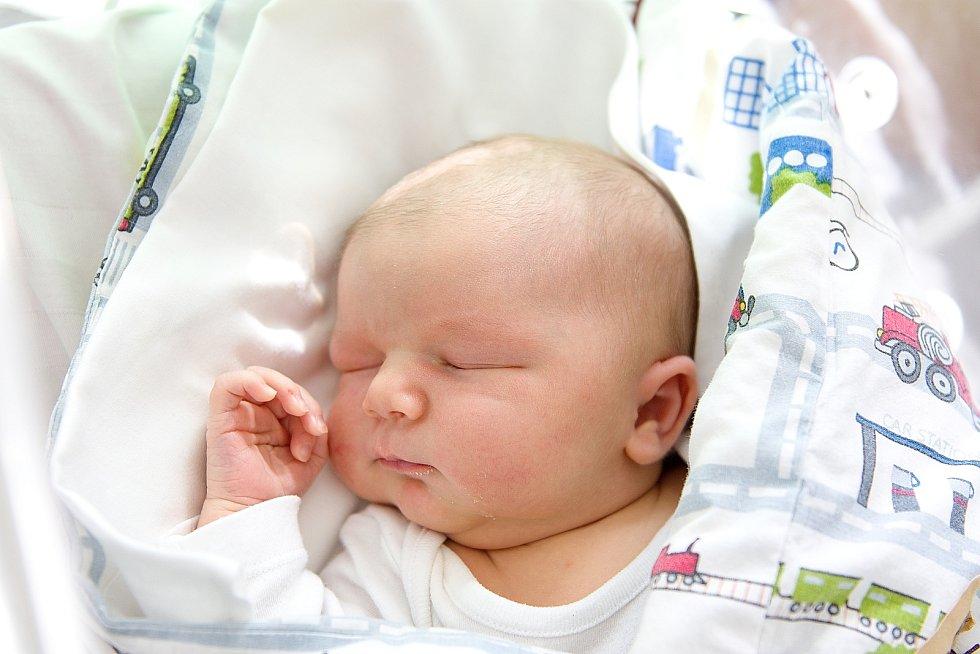 Mikuláš Weissberger se narodil v nymburské porodnici 20. dubna 2021 v 8.17 hodin s váhou 4440 g a mírou 49 cm. V Milovicích se na chlapečka těšili maminka Lucie, tatínek Aleš a bráška Vojtěch (10 let).