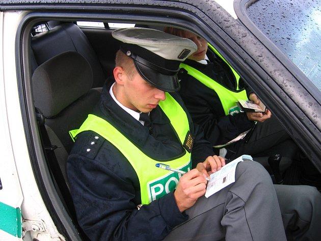 Pro řidiče smutný pohled, vypisování pokutového bloku