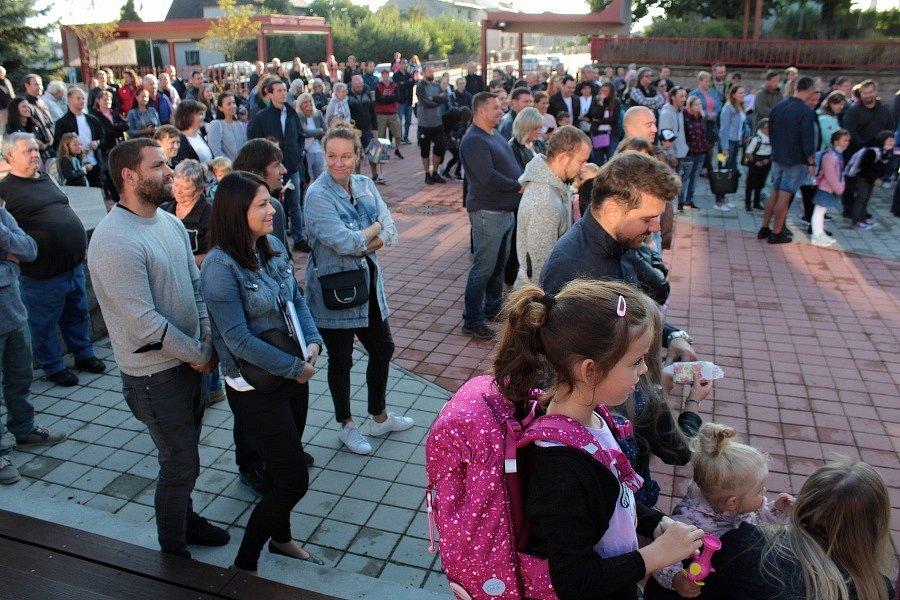 Zahájení nového školního roku 2021 - 2022 se odehrálo ve vlašimské ZŠ Vorlina na nádvoří. Právě tam kantoři také zřídili první testovací místa. Ta další už budou mí přímo ve svých třídách.