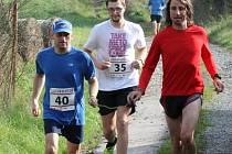 Jan Říha (startovní číslo 40) je nejen organizátorem běhu Od nevidim do nevidim, ale i jeho účastníkem.