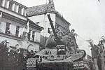 Tanky Rudé armády dorazily na benešovské centrální náměstí poté, co se z města stáhli vojáci ROA