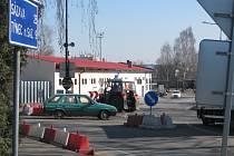 Křižovatka u Katušky bude od druhé poloviny května průjezdná měsíc a půl pouze ve směru Ke Stadionu - Hodějovského a opačně. Od začátku června pouze kyvadlově.