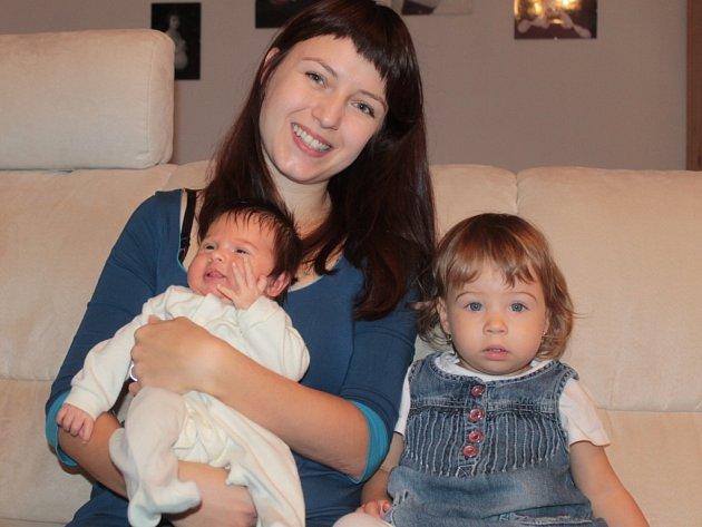 Malá Anetka se narodila o třiadvacet dní dřív a v autě.