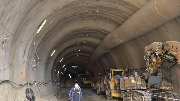 Stavba tunelu Deboreč nedaleko Ješetic.