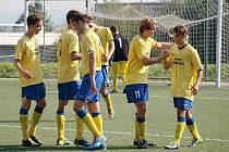 Benešovská devatenáctka se šestkrát radovala z gólu, z toho třikrát zavěsil Miloslav Klauz (vpravo).