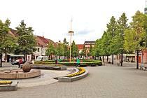 Prostor poblíž kašny na Masarykově náměstí má v blízké budoucnosti patřit především dětem a jejich rodičům.